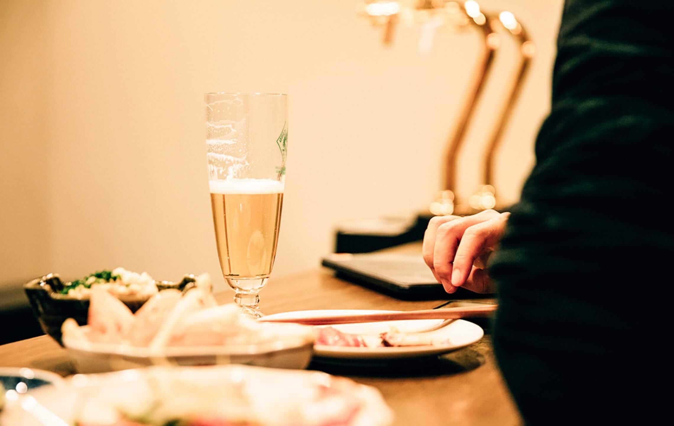 食事を楽しんでいるお客様の画像