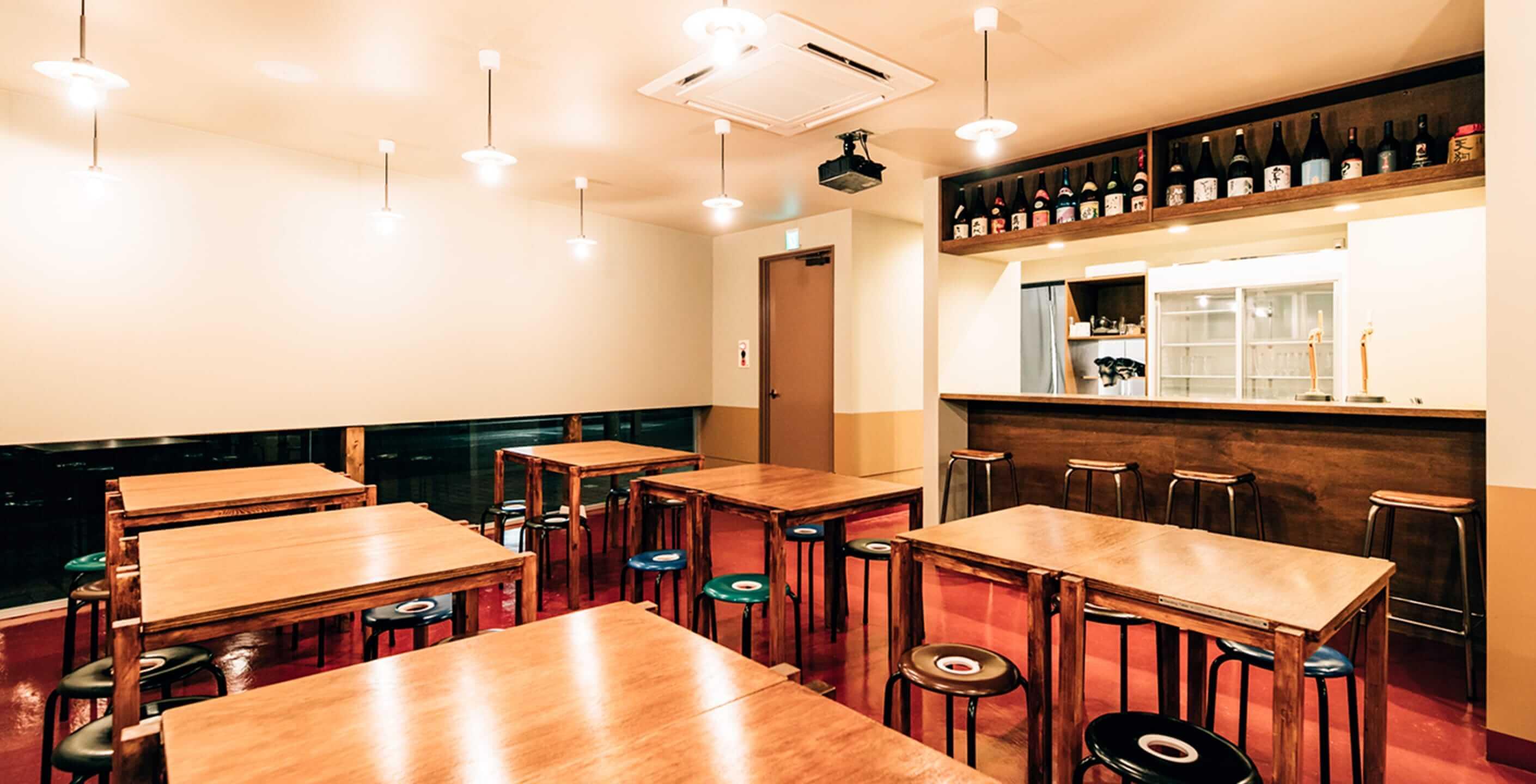 店内の食事スペースの画像